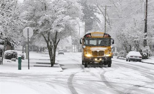 picture of school bus in snow